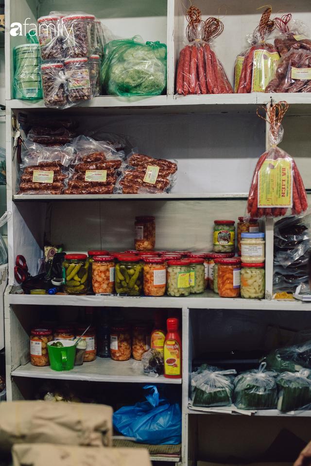 Tiệm giò chả 200 năm tuổi, cứ Tết đến lại xếp hàng như thời bao cấp trên phố Hàng Bông và triết lý kinh doanh lạ: Không cần con nối nghiệp - Ảnh 19.