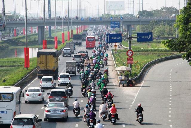 TP HCM: Hàng chục ngàn người đổ ra đường đến bến xe - Ảnh 3.