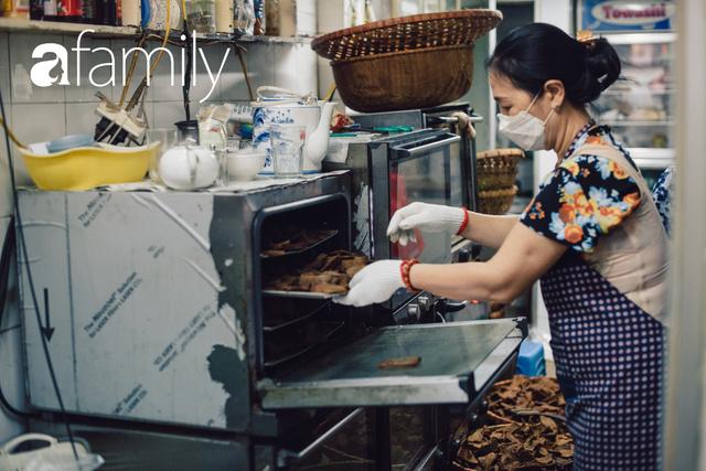Tiệm giò chả 200 năm tuổi, cứ Tết đến lại xếp hàng như thời bao cấp trên phố Hàng Bông và triết lý kinh doanh lạ: Không cần con nối nghiệp - Ảnh 22.