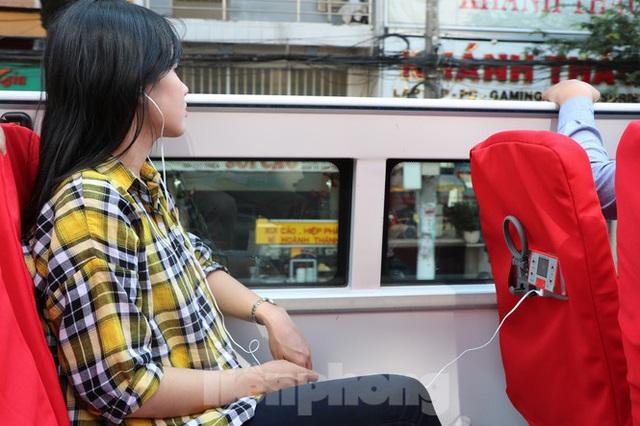Người Sài Gòn háo hức trải nghiệm xe buýt 2 tầng mui trần lần đầu xuất hiện - Ảnh 6.