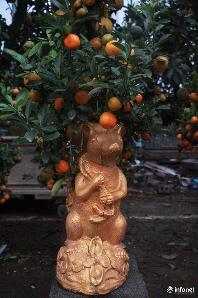 Chuột cưỡi hũ vàng, cõng đào, quất Nhật Tân hút khách - Ảnh 8.