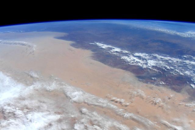 Phi hành gia NASA chia sẻ hình ảnh cháy rừng đại thảm họa nước Úc từ vũ trụ: Chỉ vài tấm ảnh thôi là đủ để thấy tình trạng đau lòng đến mức nào - Ảnh 3.