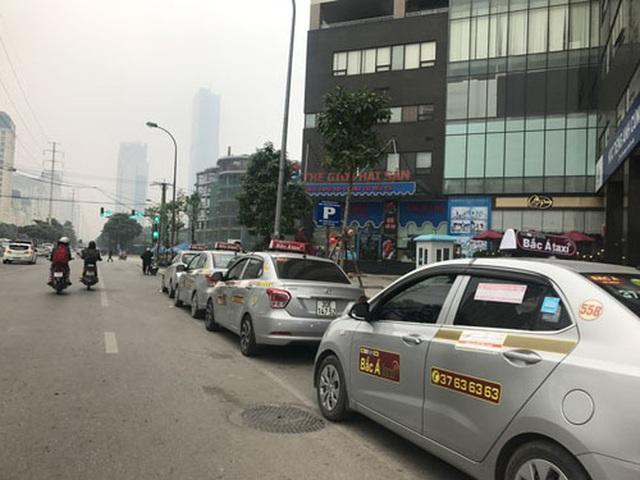 Taxi công nghệ được gắn mác xe hợp đồng - Ảnh 1.