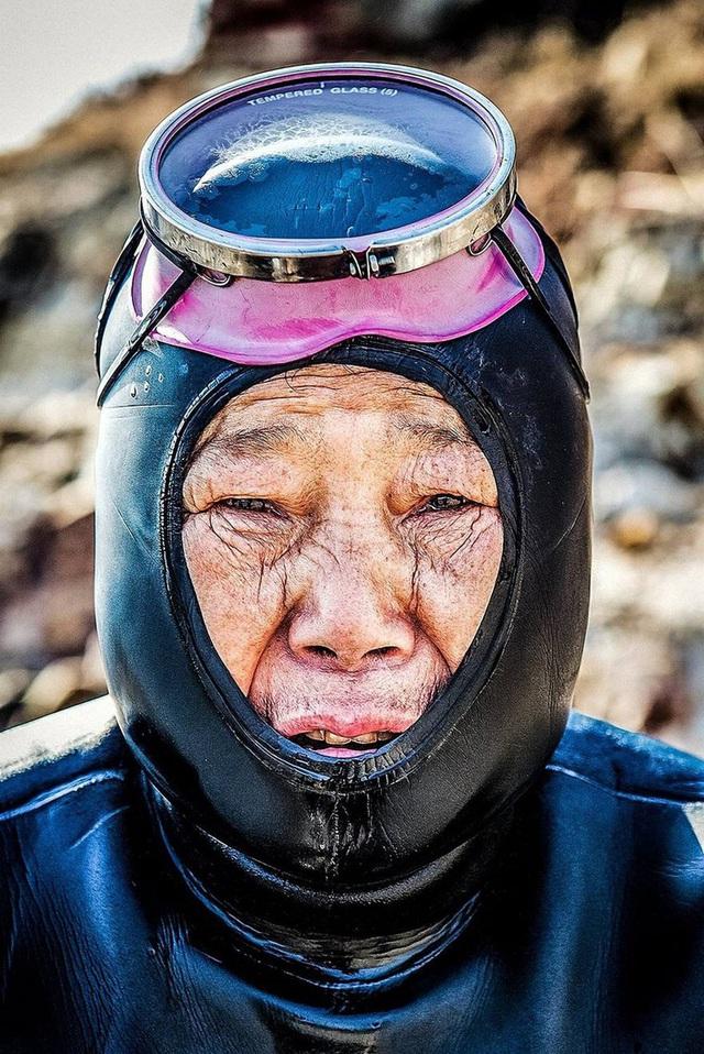 Câu chuyện cực ngầu về những nàng tiên cá 70 tuổi cuối cùng trên đảo Jeju - Ảnh 1.