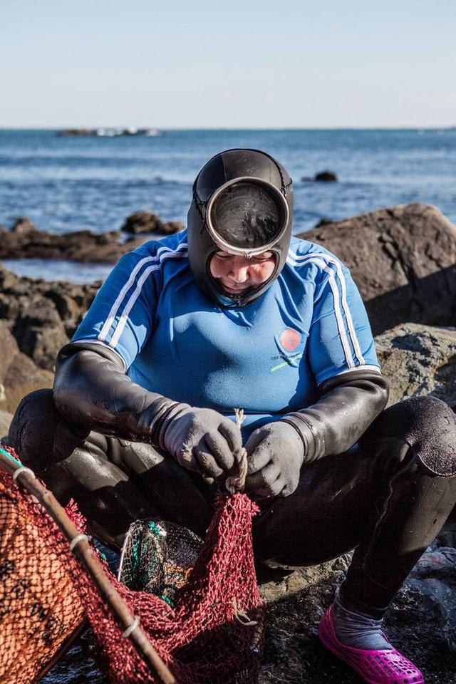 Câu chuyện cực ngầu về những nàng tiên cá 70 tuổi cuối cùng trên đảo Jeju - Ảnh 11.