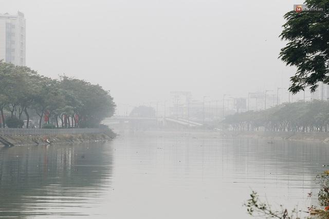 Toà nhà cao nhất Việt Nam mờ ảo trong bụi mù, Sài Gòn tiếp tục bị ô nhiễm nặng những ngày giáp Tết  - Ảnh 9.