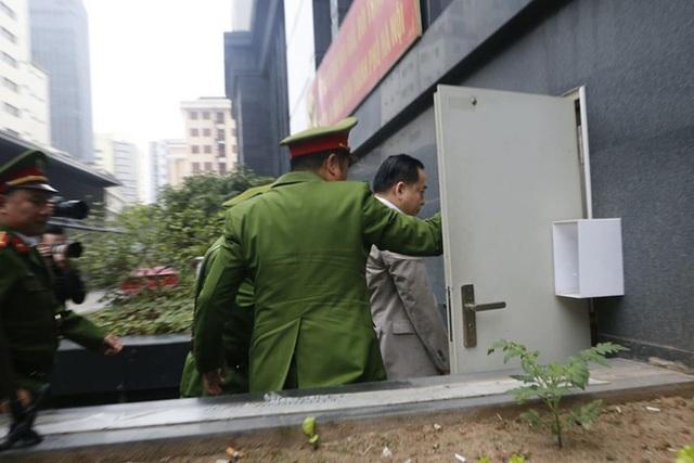 Những hình ảnh đầu tiên vụ xử Vũ nhôm và hai cựu Chủ tịch Đà Nẵng Trần Văn Minh, Văn Hữu Chiến - Ảnh 3.