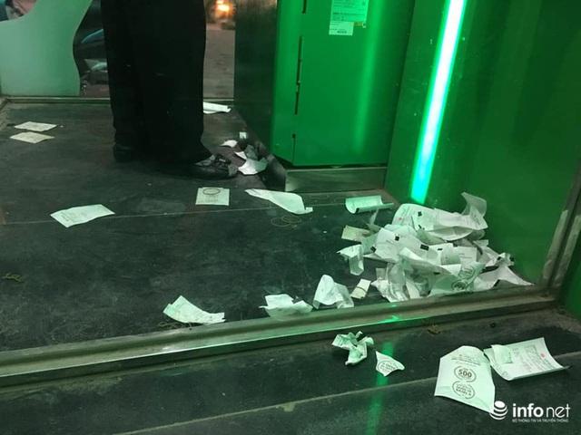 Tái diễn tình trạng ATM tê liệt, ngừng hoạt động... trong ngày cận Tết - Ảnh 8.