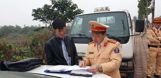 Tài xế xe buýt Hà Nội bị phạt 17 triệu do uống rượu từ hôm trước, nghĩ qua đêm không sao  - Ảnh 1.