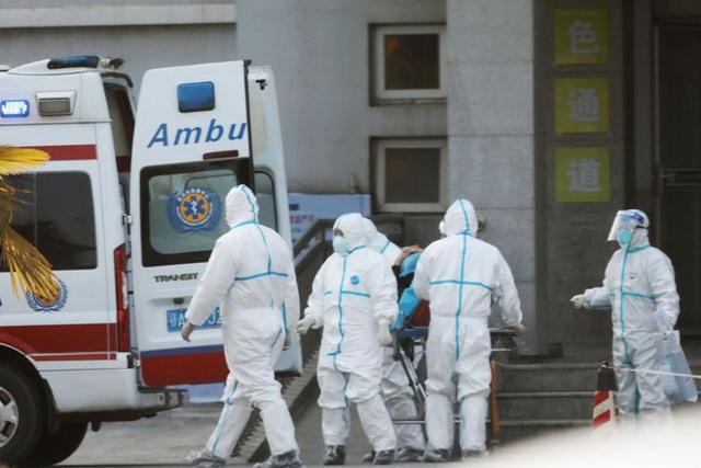 """Người dân Vũ Hán lo sợ khi bệnh viện quá tải: """"Virus truyền nhiễm có thể đang ở ngay bên cạnh mà bạn không biết""""  - Ảnh 4."""