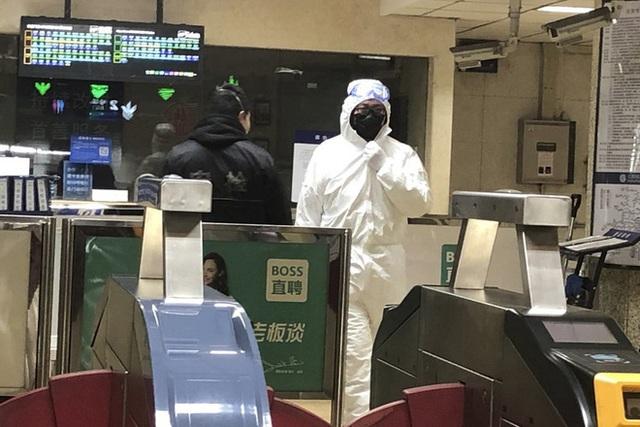 Bệnh viện chỉ trụ được 3-5 ngày, 30/31 tỉnh thành TQ đã dính virus nCov, lộ giá cắt cổ đào thoát Vũ Hán - Ảnh 1.