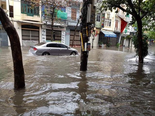 Nam Định ngập sâu, người dân thúc thủ trong nhà ngày mùng 1 Tết - Ảnh 12.