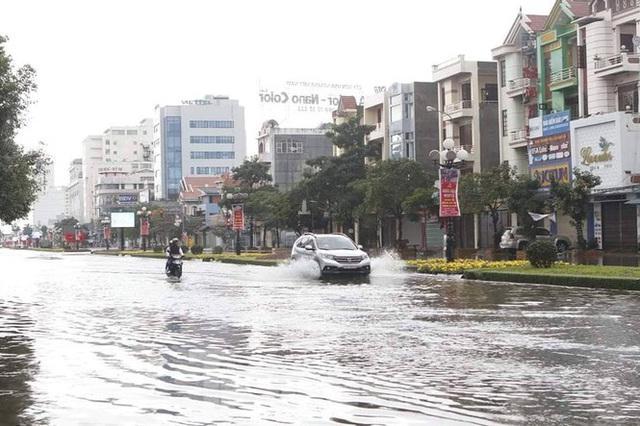 Nam Định ngập sâu, người dân thúc thủ trong nhà ngày mùng 1 Tết - Ảnh 4.