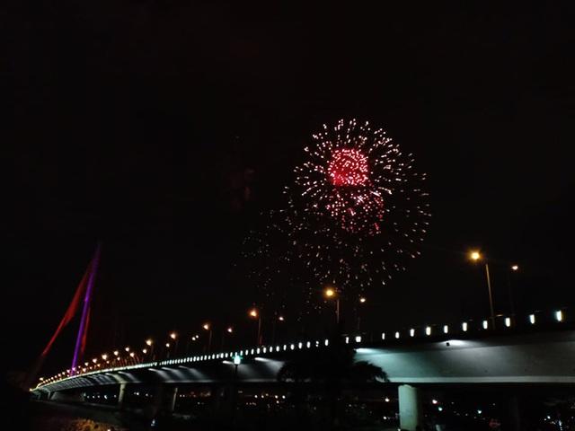 Rực rỡ, đặc sắc pháo hoa giao thừa chào đón năm mới  - Ảnh 8.