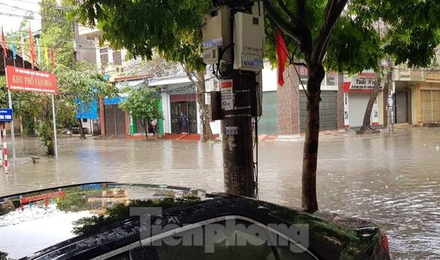 Nam Định ngập sâu, người dân thúc thủ trong nhà ngày mùng 1 Tết - Ảnh 7.