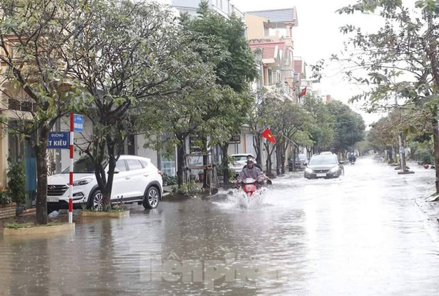 Nam Định ngập sâu, người dân thúc thủ trong nhà ngày mùng 1 Tết - Ảnh 8.