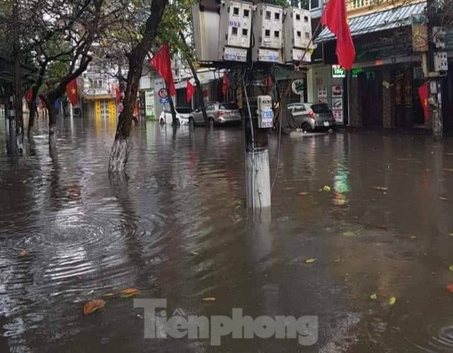 Nam Định ngập sâu, người dân thúc thủ trong nhà ngày mùng 1 Tết - Ảnh 10.