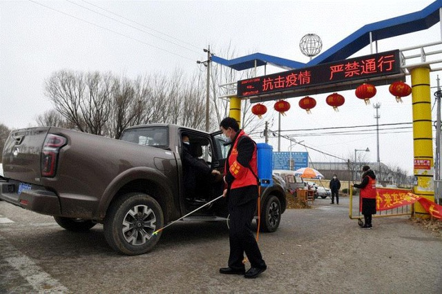 Vùng quê Trung Quốc áp dụng các biện pháp lạ lùng ngăn virus corona - Ảnh 1.