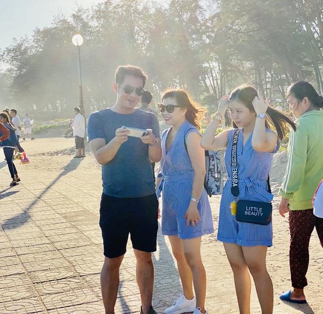 Bãi biển Phan Thiết chật kín người ngày mùng 4 Tết - Ảnh 6.