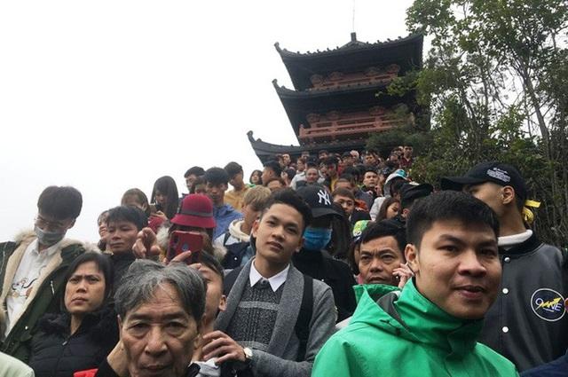 200.000 đồng/lượt đi thuyền trên hồ Tam Chúc, du khách vẫn chen nhau lên thuyền  - Ảnh 6.