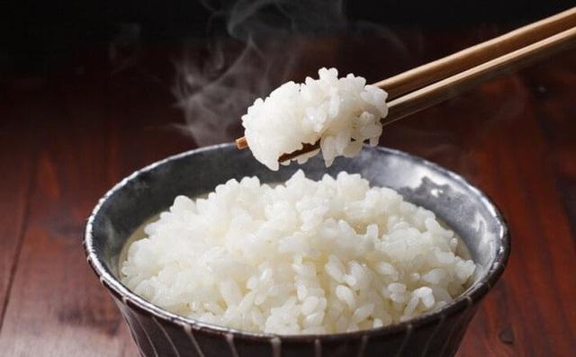 GS Trần Hữu Dàng bật mí sự thật về dinh dưỡng trong cơm: Biết để ăn đúng, tránh sinh bệnh - Ảnh 1.
