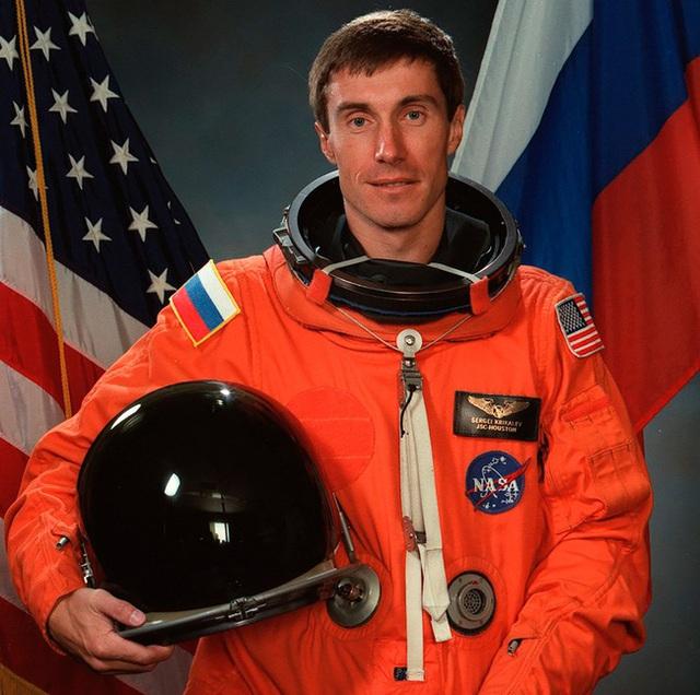 Phi hành gia số nhọ nhất thế giới: Bị bỏ rơi ngoài vũ trụ suốt 311 ngày, trở về quê hương thì hay tin đất nước mình đã không còn tồn tại - Ảnh 7.