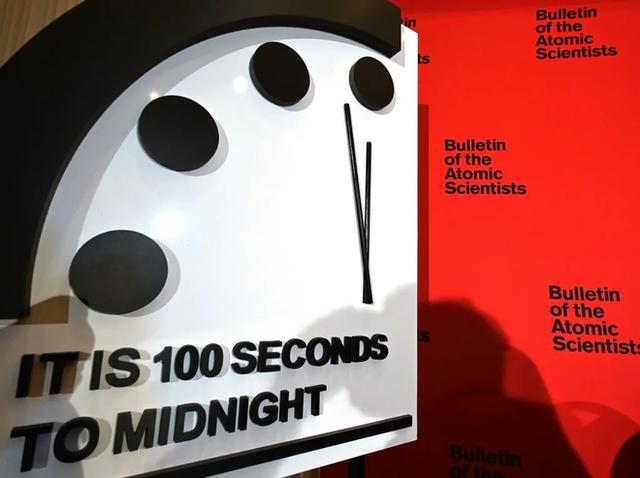 Đồng hồ Tận thế cách thời khắc nửa đêm chỉ 100 giây: Nguy cơ nhân loại diệt vong đầu năm 2020 đã cao hơn cả thời Chiến tranh Lạnh - Ảnh 1.