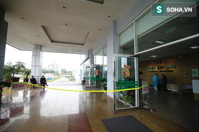 Bên trong phòng cách ly bệnh nhân có triệu chứng nhiễm virus Corona tại Hà Nội - Ảnh 2.