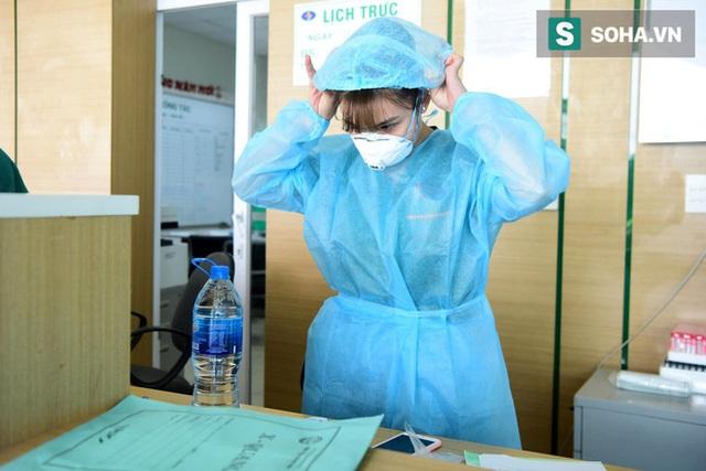 Bên trong phòng cách ly bệnh nhân có triệu chứng nhiễm virus Corona tại Hà Nội - Ảnh 13.