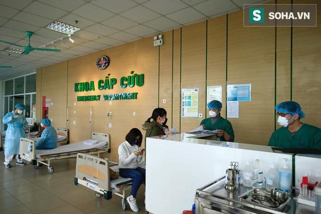 Bên trong phòng cách ly bệnh nhân có triệu chứng nhiễm virus Corona tại Hà Nội - Ảnh 3.