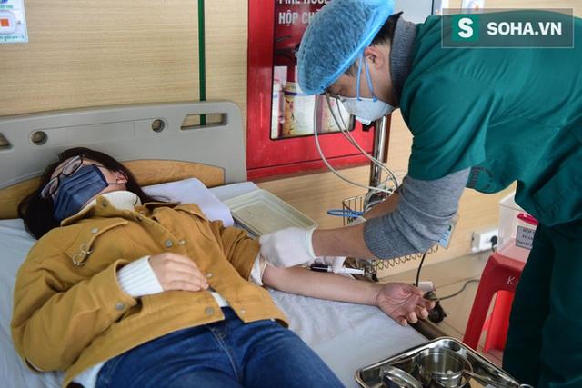 Bên trong phòng cách ly bệnh nhân có triệu chứng nhiễm virus Corona tại Hà Nội - Ảnh 4.