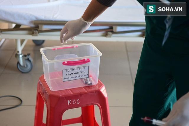 Bên trong phòng cách ly bệnh nhân có triệu chứng nhiễm virus Corona tại Hà Nội - Ảnh 7.