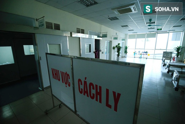 Bên trong phòng cách ly bệnh nhân có triệu chứng nhiễm virus Corona tại Hà Nội - Ảnh 10.