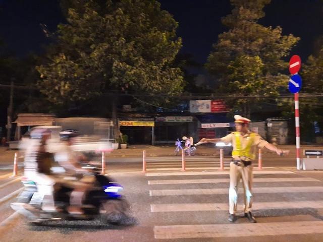 CSGT lập chốt, con đường ăn nhậu ở Biên Hòa nháo nhào!  - Ảnh 4.