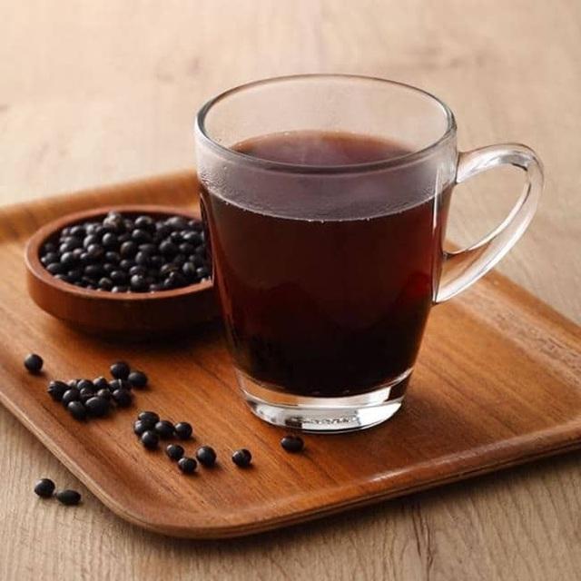 """Uống nước đậu đen rất tốt nhưng nếu làm thêm 1 bước """"đặc biệt"""" này khi nấu, bạn sẽ thấy sức khỏe thay đổi ngoạn mục trong thời gian ngắn - Ảnh 1."""