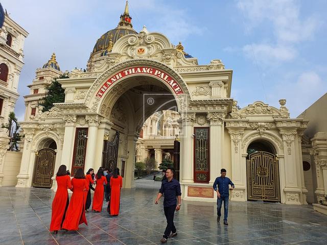 Cận cảnh bên trong tòa lâu đài dát vàng nghìn tỷ của đại gia Ninh Bình - Ảnh 3.