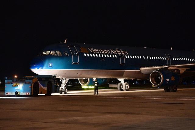 Hậu trường chuyến bay đặc biệt đưa công dân Việt Nam từ tâm dịch Vũ Hán về nước - Ảnh 3.