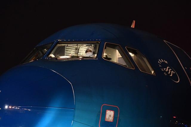 Hậu trường chuyến bay đặc biệt đưa công dân Việt Nam từ tâm dịch Vũ Hán về nước - Ảnh 4.