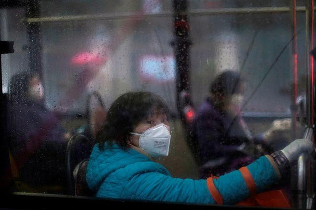 Cảnh tượng hiếm thấy: Hàng triệu người trở lại làm việc nhưng các siêu đô thị Trung Quốc vẫn chìm trong hôn mê vì virus corona - Ảnh 25.