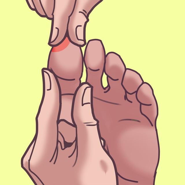 Chỉ mất 2 phút massage chân với kỹ thuật vô cùng đơn giản, cơ thể như được hồi sinh, chứng mất ngủ dần chấm dứt - Ảnh 1.