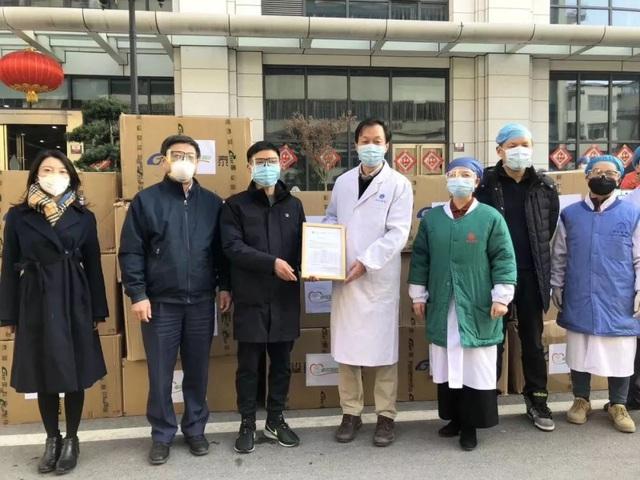 Tỷ phú Vũ Hán bao 5 chuyên cơ vật tư y tế, xây 7 bệnh viện điều trị cho hơn 2.000 bệnh nhân giữa tâm dịch Covid-19 - Ảnh 4.