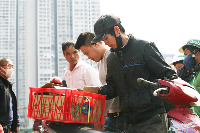 14 tấn sầu riêng về Hà Nội: Treo biển kêu gọi giải cứu, bán theo combo đồng giá 450.000 đồng/8kg - Ảnh 6.