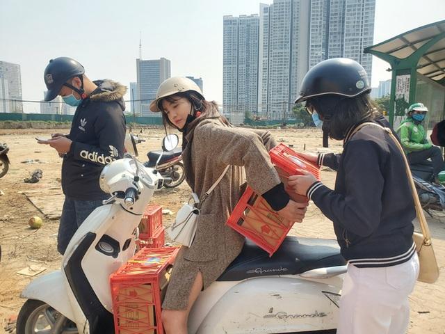 14 tấn sầu riêng về Hà Nội: Treo biển kêu gọi giải cứu, bán theo combo đồng giá 450.000 đồng/8kg - Ảnh 9.