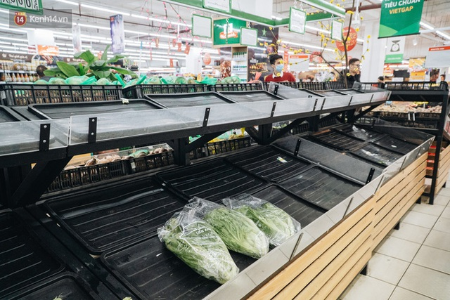 Cập nhật giá rau tăng vọt sau Tết, người Hà Nội đổ xô đi mua thực phẩm dự trữ giữa nạn dịch virus Corona - Ảnh 19.
