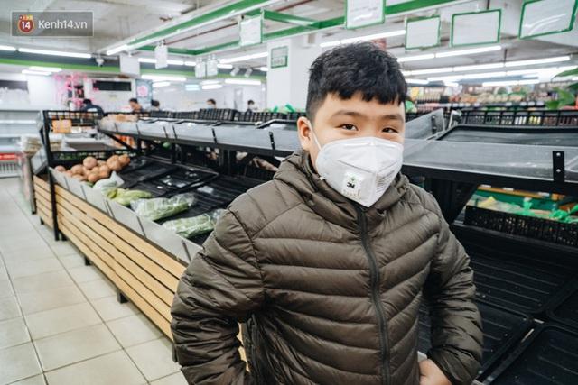 Cập nhật giá rau tăng vọt sau Tết, người Hà Nội đổ xô đi mua thực phẩm dự trữ giữa nạn dịch virus Corona - Ảnh 29.