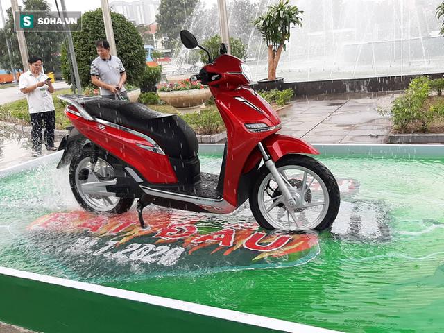 Xe máy made in Vietnam giống SH nhưng giá chỉ bằng 1/3 bị Honda Việt Nam dằn mặt - Ảnh 2.