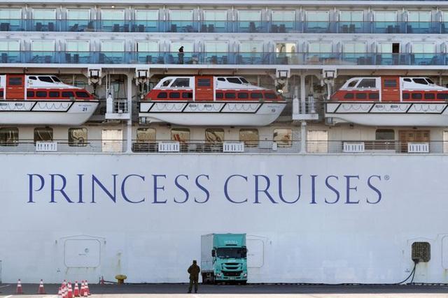 Số ca nhiễm tăng chóng mặt, Nhật Bản sai lầm khi cách ly 3.700 người trên du thuyền Diamond Princess? - Ảnh 2.