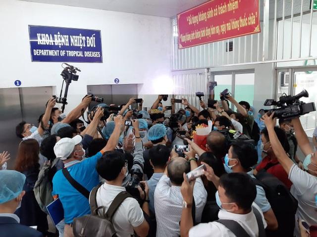 Nam bệnh nhân người Trung Quốc nhiễm virus corona ở TP HCM được xuất viện - Ảnh 2.