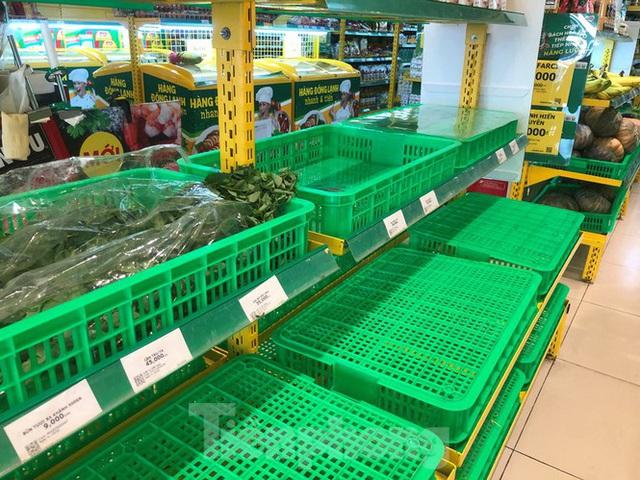 Trữ thức ăn trước dịch corona, nhiều siêu thị hết veo thực phẩm - Ảnh 15.