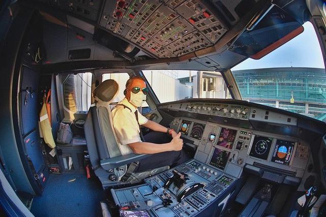 Sức khỏe 2 tổ bay Vietnam Airlines có hành khách nhiễm corona hiện ra sao?  - Ảnh 1.